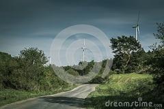 windturbinen-gelbes-feld-118177612