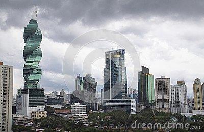 panama-stadt-skyline-von-highrises-105576434