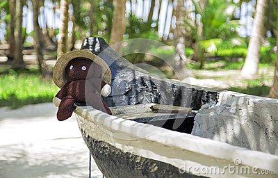 teddybär-der-auf-einem-boot-sitzt-108591426