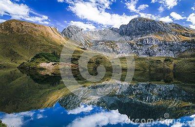 alpiner-see-süd-deutschland-128710674